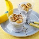 Chia pudding with baked bananas and coconut