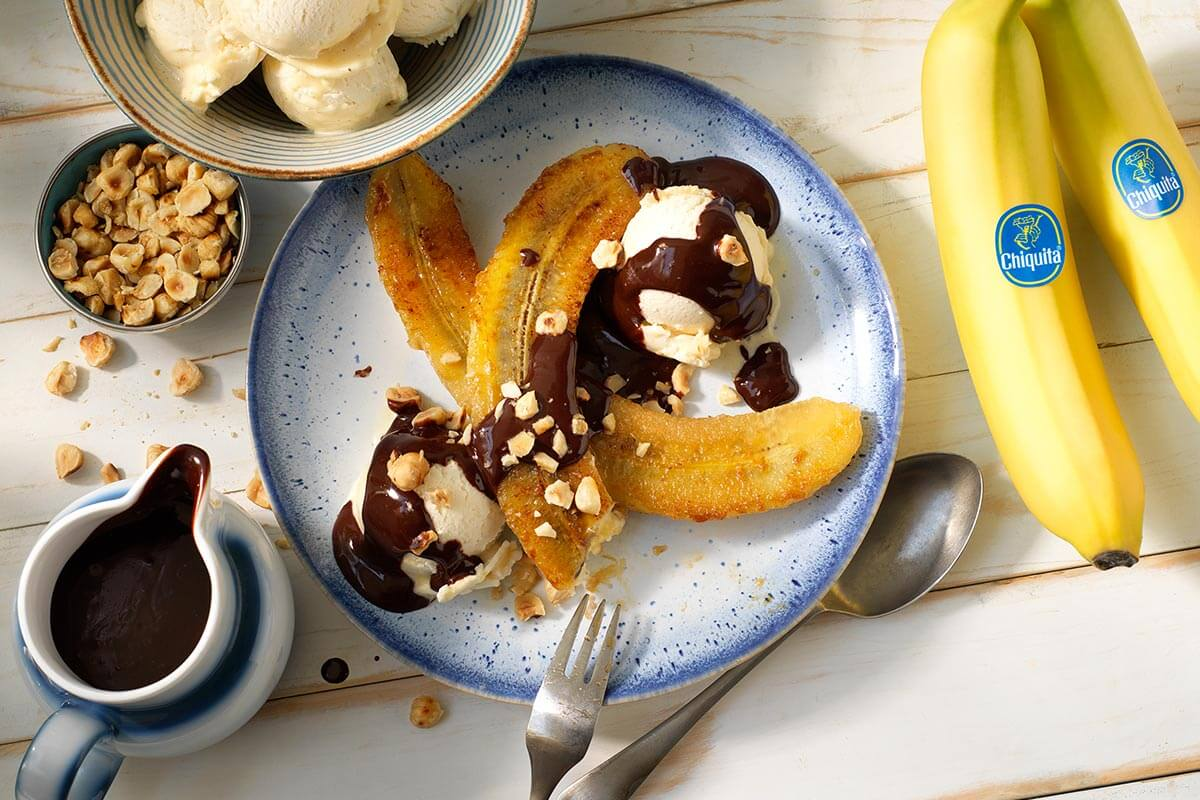 Chiquita banana split with dark chocolate and hazelnut