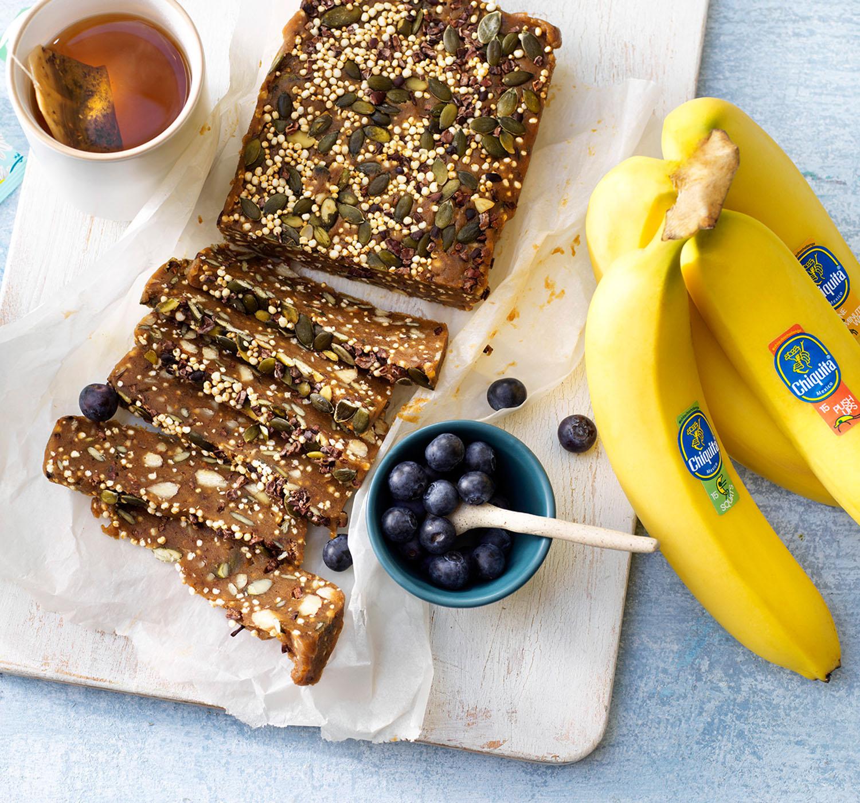 Puffed quinoa power bars with Chiquita banana and pumpkin seeds
