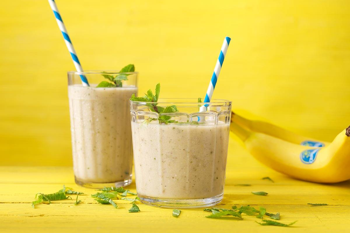Smoothie with banana, pineapple, mint, lemon and oat milk